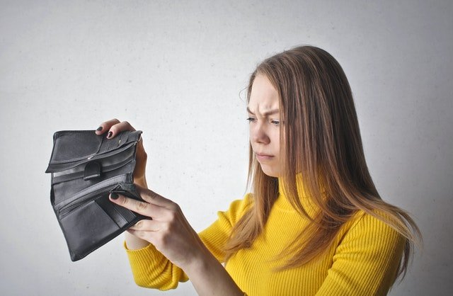Q&A: HOW MUCH DEBT IS TOO MUCH DEBT? 6 SIGNS YOUR IN OVER YOUR HEAD